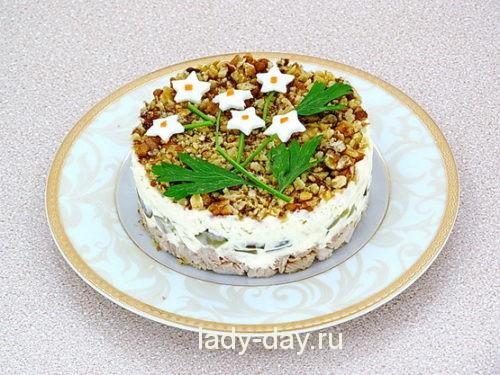 Салат слоёный с огурцами и говядиной