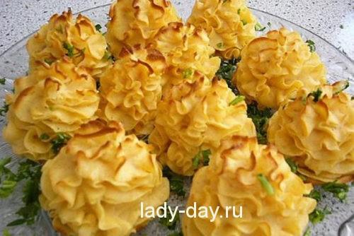 Картофельные розочки с чесноком