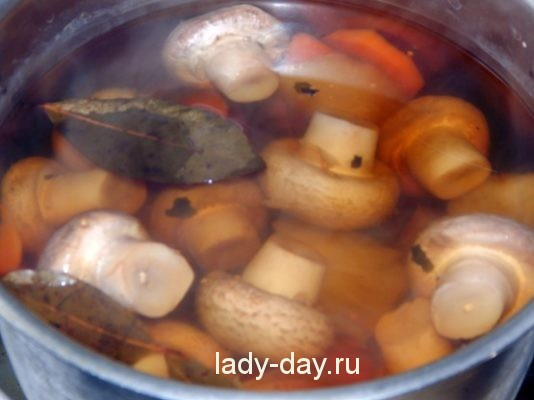 грибы в маринаде
