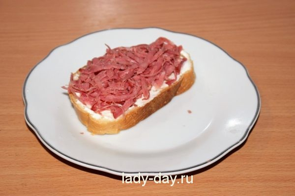 натереть колбасу