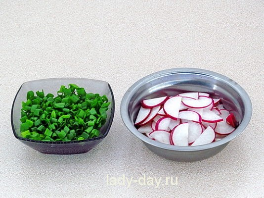Редиска и зеленый лук