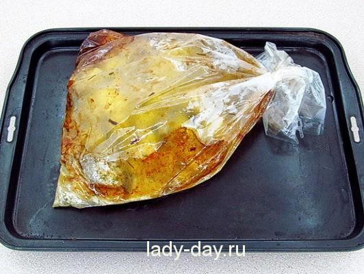 Рыба с картошкой в духовке в пакете