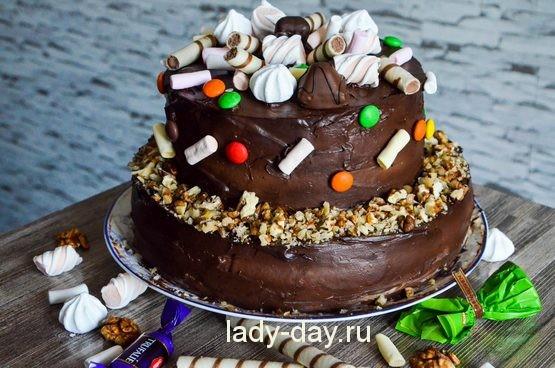 Бисквитный торт с кремом и глазурью