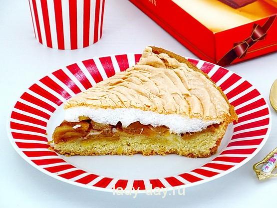 Пирог с яблоками и безе