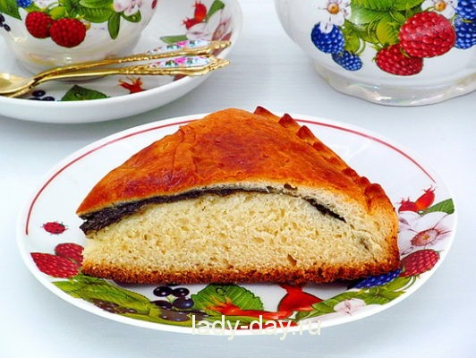 пирог из дрожжевого теста со щавелем