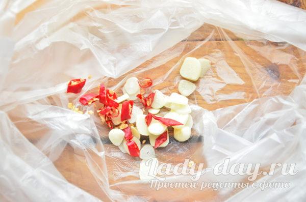 чеснок и перец в пакете