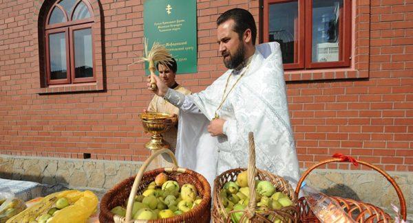 освящать яблоки