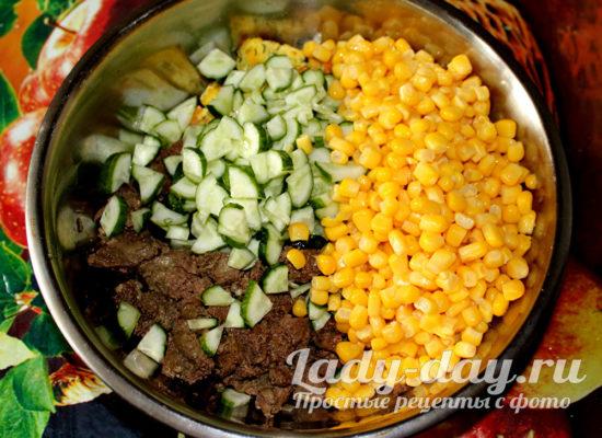 Огурцы и кукуруза