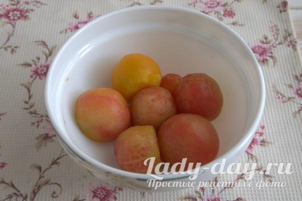 очищенные от кожуры томаты