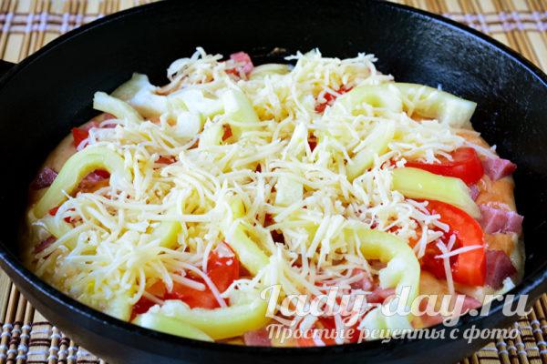 добавление овощей и сыра
