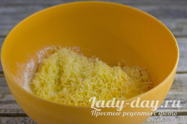 добавление тертого сыра