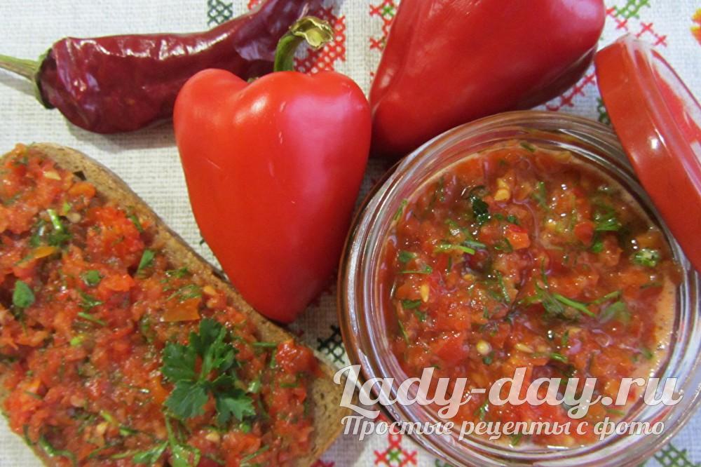 Сырая аджика из помидор, перца и чеснока, на зиму, без варки