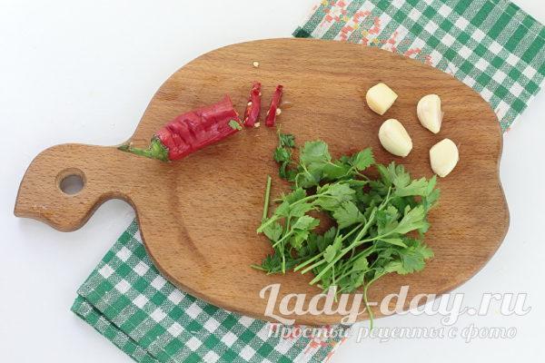 перец и чеснок и зелень