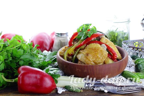 курица с овощами в соевом соусе на сковороде