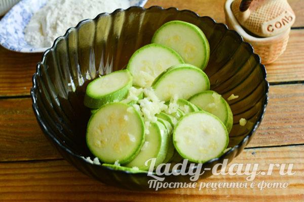 кабачки с чесноком