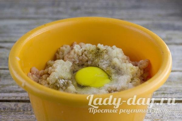 добавить яйцо в фарш