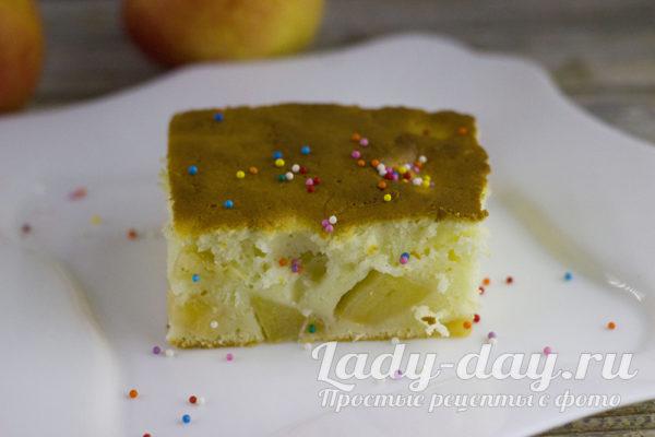 Яблочный пирог, который во рту тает на кефире