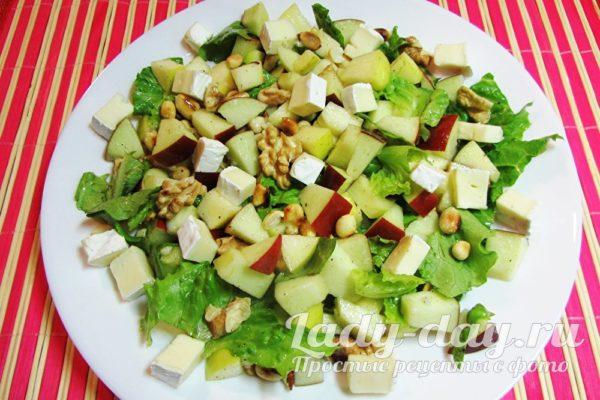 легкий салат на праздничный стол с сыром бри