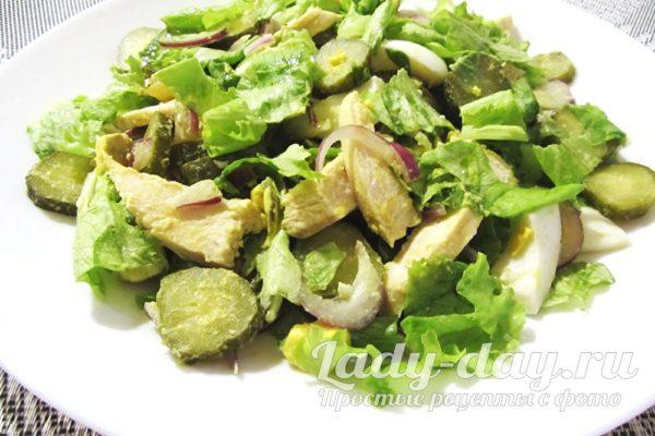 Салат с курицей и солеными огурцами рецепт