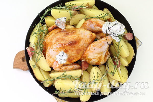 курица на картофеле