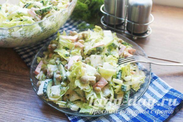 Салат с пекинской капустой и вареной колбасой