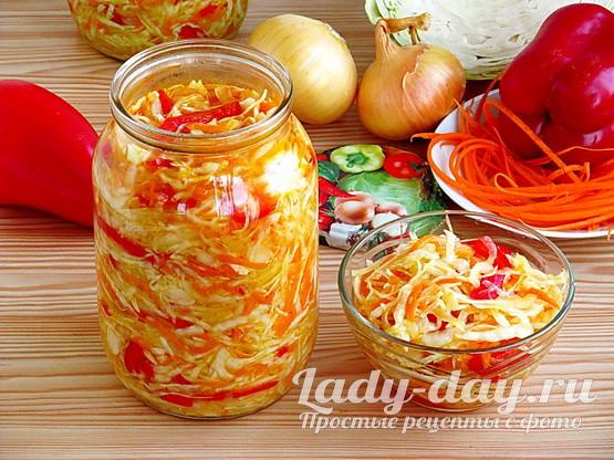 Рецепт салата из капусты на зиму в банках с болгарским перцем