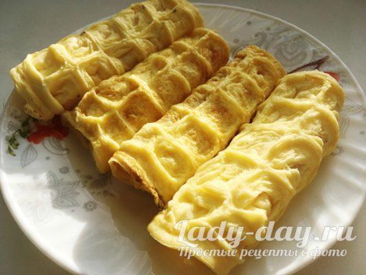 Омлет в вафельнице с сыром