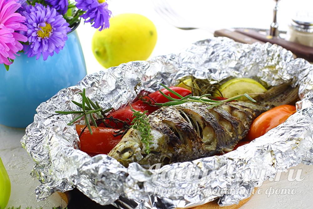 Карась с овощами в духовке