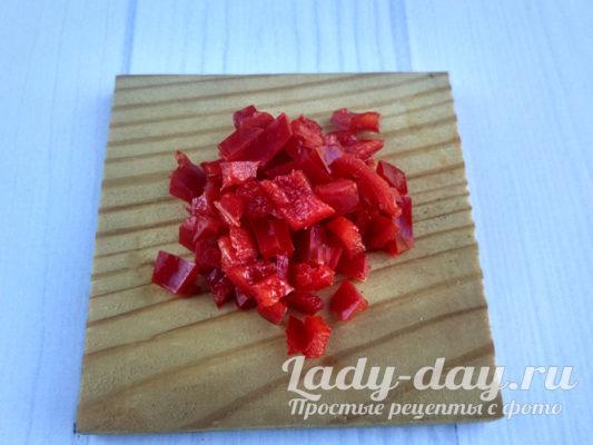 Красный перец нарезать