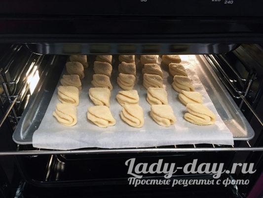 испечь печенье в духовке