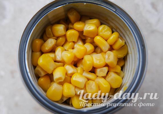 банка с кукурузой