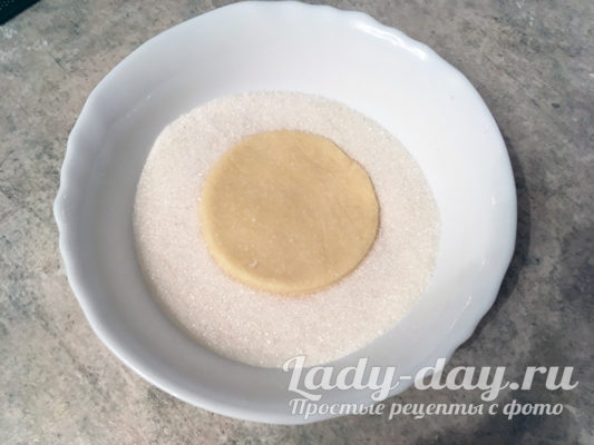 макать в сахар