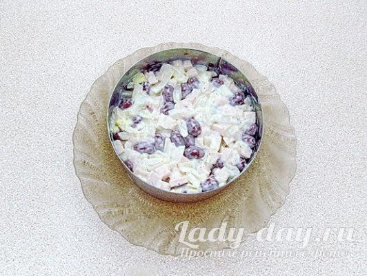 салат в кольце