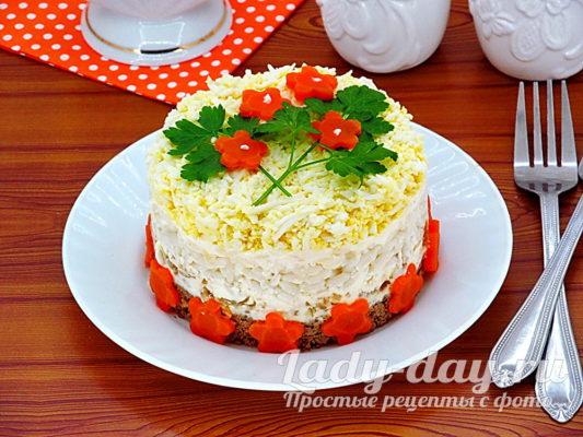 Салат с печенью слоеный
