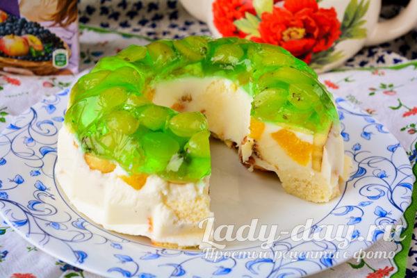 Желейный торт без выпечки с фруктами со сметаной