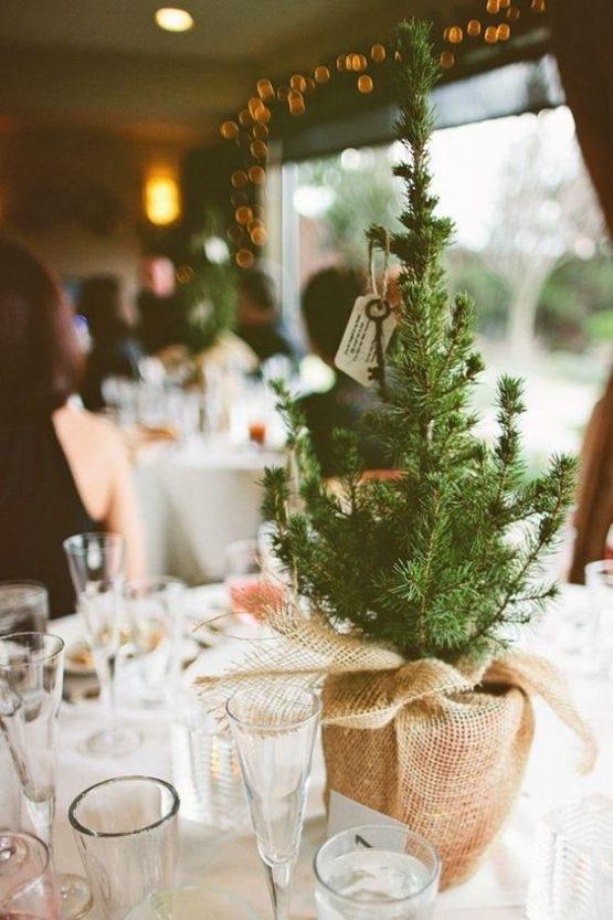елка на столе