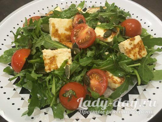 Салат с рукколой помидорами