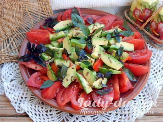 семена льна и базилик в салате