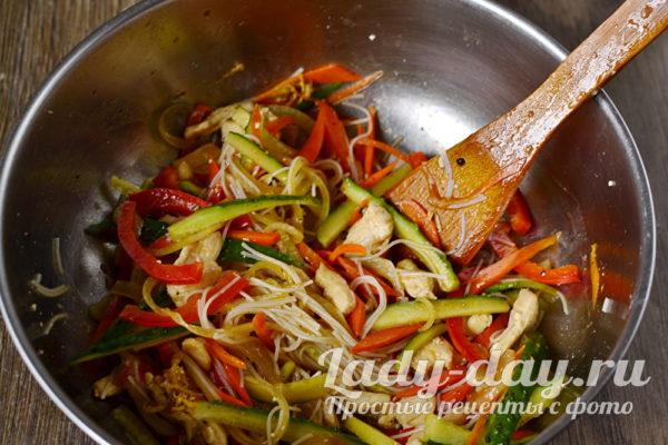 Влить в овощи