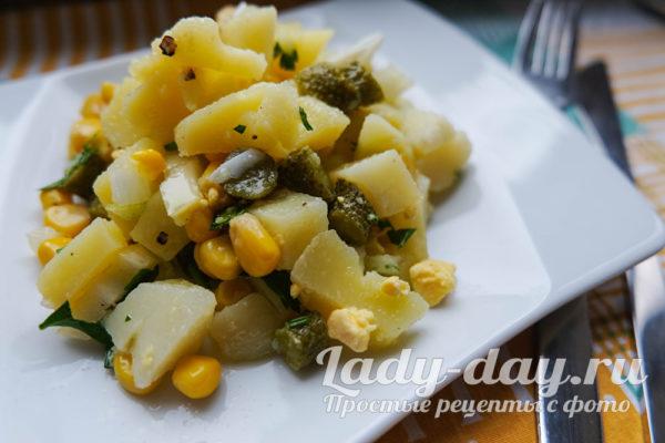 салат с картошкой и огурцами маринованными