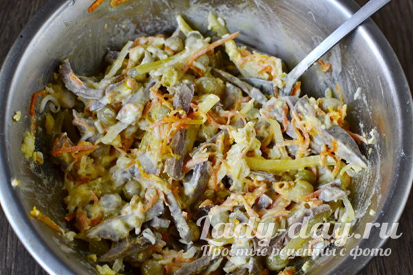 смешиваем салат
