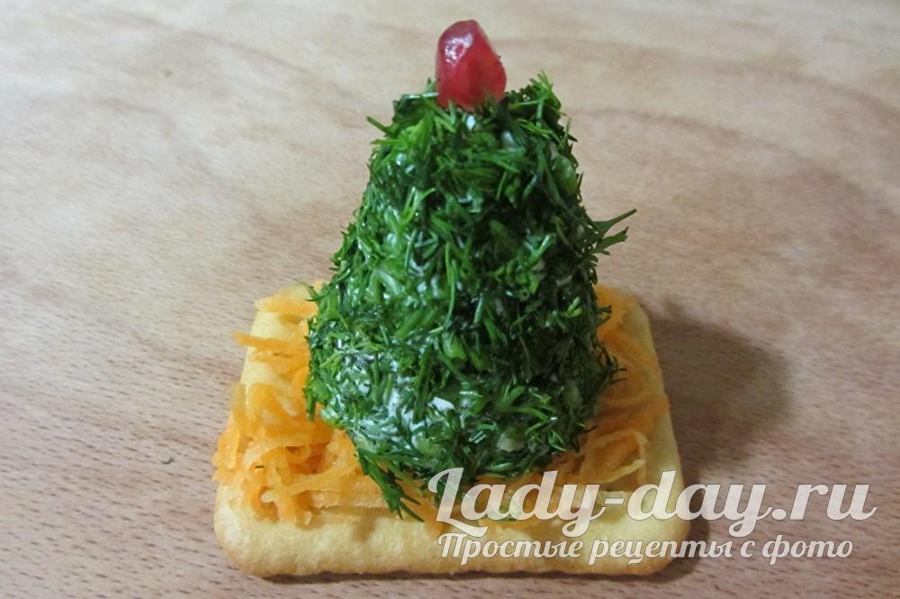 закуска елка на крекере