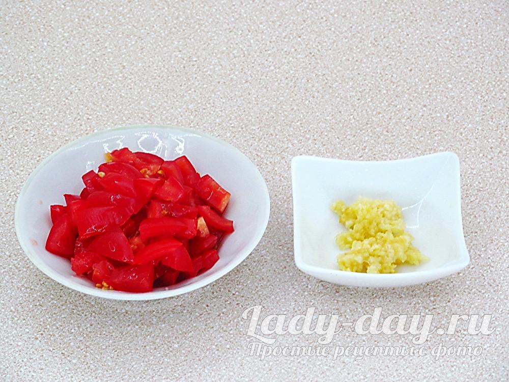 чеснок и помидоры