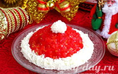 Новогодний салат «Шапка Деда Мороза»