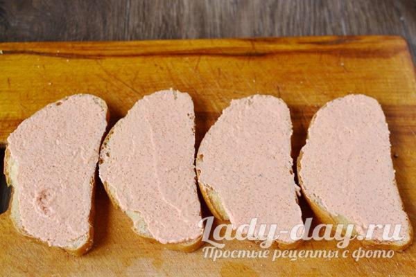 намазать хлеб икрой мойвы