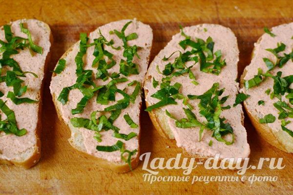 посыпать бутерброды зеленью