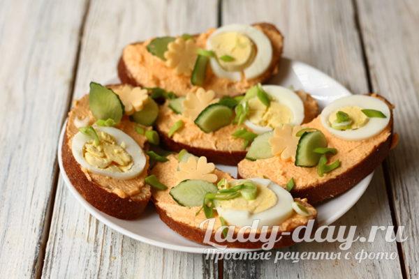 украсить бутерброды огурцом и сыром