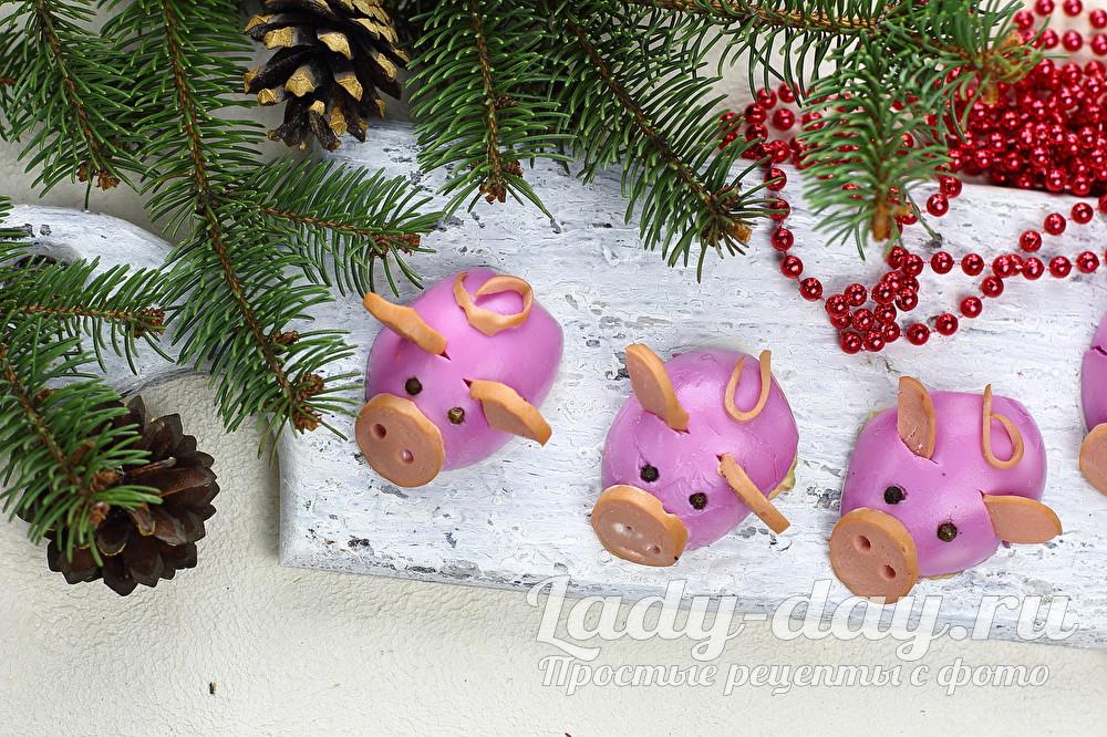Новогодняя закуска «Гламурные свинки»