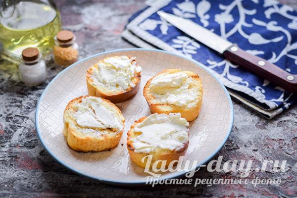 помазать сыром