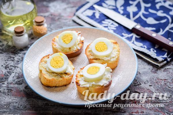 ломтики яиц